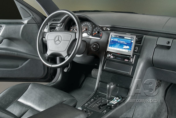 Аудиосистема в Mercedes E320 4-matic