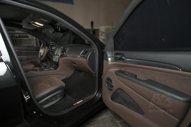 jeep_srt_07_fr_door